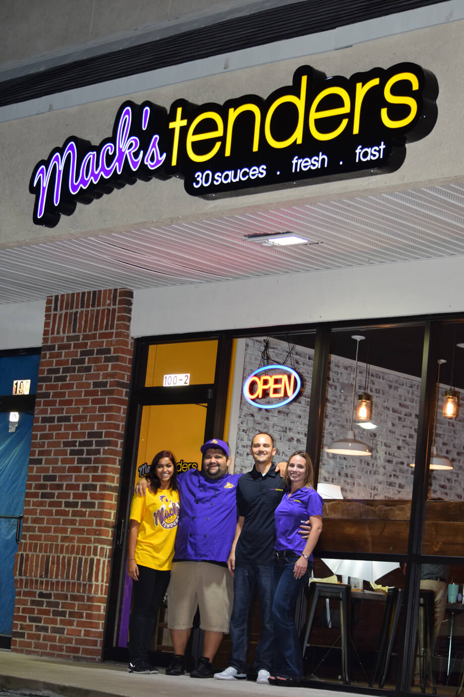 FOE-Mack's-Tenders-Photo-Front-Door-&-Staff-10-25-19